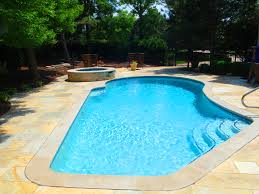 Why you should work with a pool service contractor